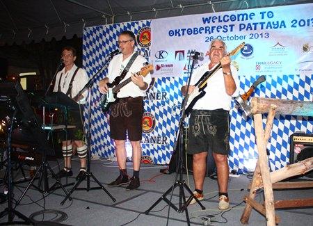 'Bayern, des samma mir' - Die Bayrische boys sing up a storm.