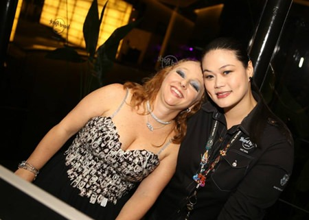 Tata Renata Cinelli and Godd from Hard Rock Hotel give some red carpet smiles.