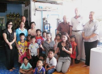 (R to L) Ann, William from PSC, Bernie, Woody and the ladies from the YWCA Pattaya and of course some of the children.