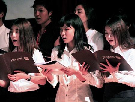 The Regent's School Choir pay their respects singing 'Nunc Dimittis'.