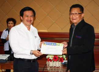 Surat Mekavarakul (left), CEO of Cape Dara Resort, accepts a Clean Food Good Taste certificate from Deputy Mayor Wuthisak Rermkitkarn at city hall. His was one of 59 hotels in Pattaya that passed the inspection.