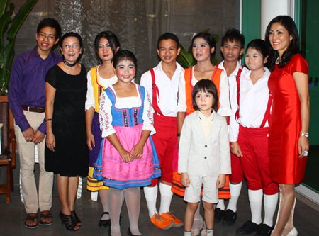 After the Austrian dance a group picture was taken.