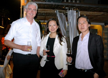 (L to R) Brendan Daly, GM of Amari Orchid Pattaya, Caroline Shen, Director of Corporate Sales & MICE for Pullman Pattaya Hotel G, and Sophon Vongchat Chainont, general manager of Pullman Pattaya Hotel G.