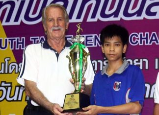 Pattarathorn Passara (right) receives the U-15 winner's trophy from William Macey, Charity Chairman of Pattaya Sports Club.