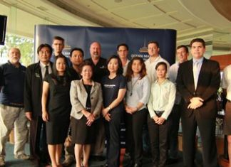 Deputy Mayor Ronakit Ekasingh (back row, third from left), Pataraporn Sithivanich (front row, second from left), Executive Director, Product Promotion Department, Tourism Authority of Thailand; Supatra Angkawinijwong (front row, third from left), Deputy Managing Director, Ocean Property, and Scott Finsten (back row, sixth from left), Harbour Master, Ocean Marina Yacht Club, together with exhibitors.