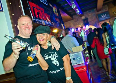 Pattaya Soul Club founders, Earl C. Brown and Eva Johnson enjoy the evening at The White Horse Pub.