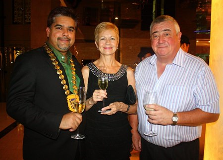 Tony Malhotra, President of Skål Int'l Pattaya and East Thailand welcomed Patricia and Graham Goodman.
