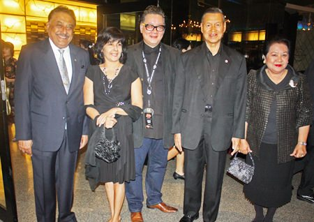 (L to R) Peter Malhotra, MD of the Pattaya Mail Media Group, Sue Kukarja, Director of Pattaya Mail on TV, Jorge Carlos Smith, GM of Hard Rock Hotel Pattaya, General Kanit Permsub, Deputy Chief Aide-De-Camp and General to His Majesty the King and Thanpuying Busyarat Permsub pose for the paparazzi.