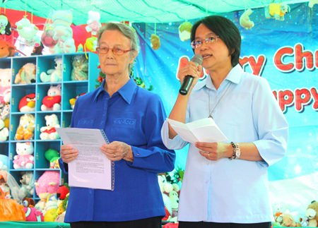 Sister Joan Gormley (left) and Sister Jiemjit Thumpichai (right) thank the sponsors of the new facilities.