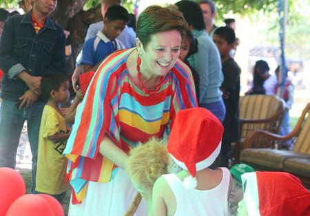 Mary Pierce from PILC distributes gifts to the children after their stage performances.