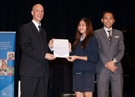 Top in the world! Yeen is given her award from British Ambassador HE Mr Mark Kent.