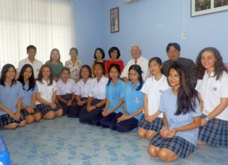 ISE meets with Suan Kularb scholarship students.