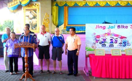 Deputy Mayor Anak Patanangam opens the event.