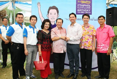 Mayor Itthiphol Kunplome receives birthday wishes from the Ngampichet family & friends.