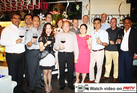 (l-r) Tony Malhotra (Pattaya Mail), Nopporn Kanchanamanee (District Sales Manager of Thai Airways), Neoh Kean Boon (RM Dusit Thani Pattaya), Sanpech Supabowornsthian (GM Long Beach Garden Hotel & Spa), Jitmanee Siravithayavanich (Way Hotel), Bundarik Kusolvitya (President of the Thai Hotel Association - Eastern Chapter), Chatchawal Supachayanont (GM Dusit Thani Pattaya), Danilo Becker (RM Thai Garden Resort), Yuwathida Jeerapat (MD Hotel J Pattaya), Holger Kroninger (GM Siam Bayview & Wave Hotels), Sittidej Rochanavibhata (General Manager Cape Dara Resort), Rudolf Tröstler (GM of Hilton Pattaya), Rene Pisters (GM Thai Garden Resort) and Peter Malhotra (Pattaya Mail).
