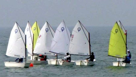 Optimist compete out on the water in the Ocean Sunglasses Future Cup.