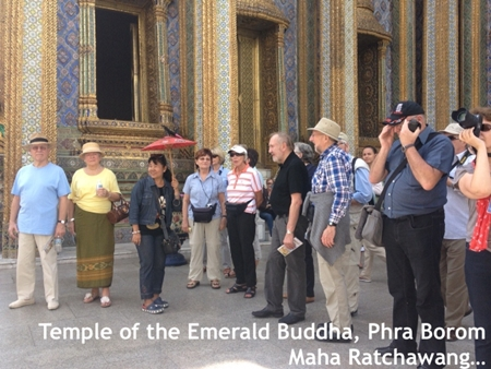 Tourist visiting the Grand Palace and the Temple of the Emerald Buddha on 3 December 2013 - See more at: http://www.tatnews.org/thailand-welcomed-26-7-million-visitor-arrivals-in-2013-exceeding-target/#sthash.0mZwxX2r.dpuf