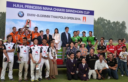 Royalty, teams and sponsors gather for a group photo.