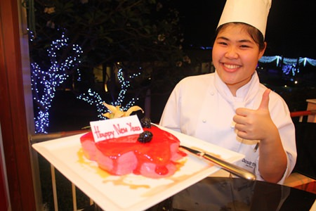 It's thumbs up for the New Year cake at Dusit Thani Hotel, Pattaya.