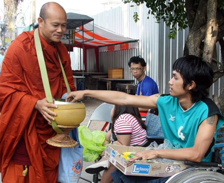 Students from the Father Ray Foundation offered alms to the monks.