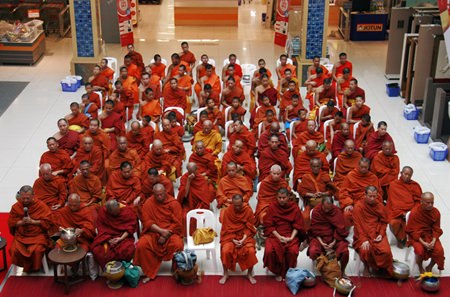 The monks at Boonthavorn.