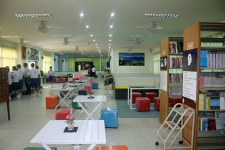 The spacious library is able to accommodate many students.