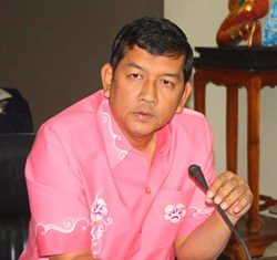 Chonburi Permanent Secretary Chawalit Saeng-Uthai announces that Chonburi's governor barred ferry operators from running trips after dark during the year-end holidays.