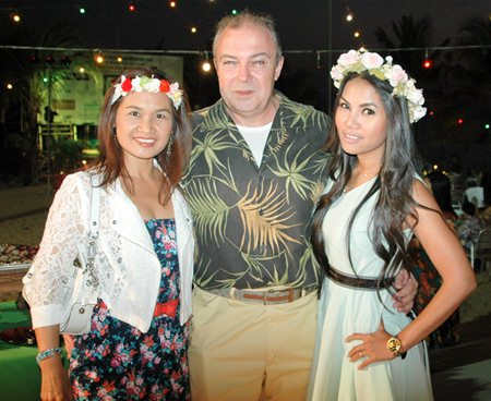 Rene Pisters, GM of Thai Garden Resort, is flanked by two beautiful women, Ploy Pisters (left) and Nattakarn Sinprasom (right).