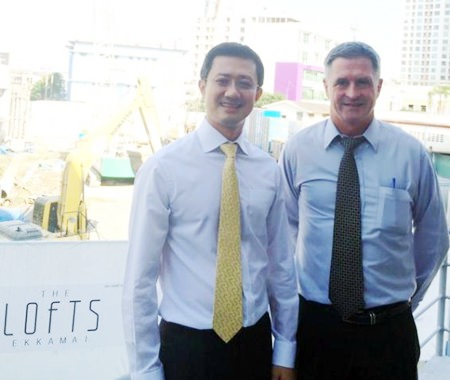 Gerry Healy, Raimon Land Vice President – Development (right), stands with Pisun Sirisuksakulchai, Senior Executive Vice President of Pylon following the awarding of the piling contract for The Lofts Ekkamai condominium.