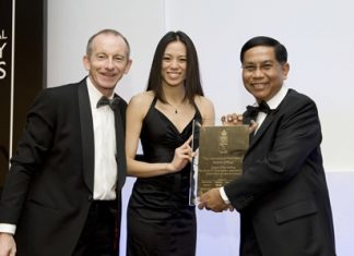 Nithipat Tongpun (right), Executive Director of CBRE Thailand, receives the World's Best Property Consultancy Marketing award during the International Property Awards held at the Grosvenor House Hotel in London.
