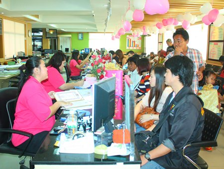 Banglamung District Office was busy on Valentine's Day.