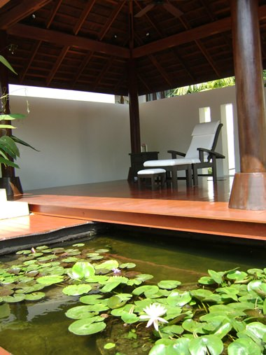 The luxurious treatment areas are set between pristine lotus ponds and spanned by natural wooden walkways.