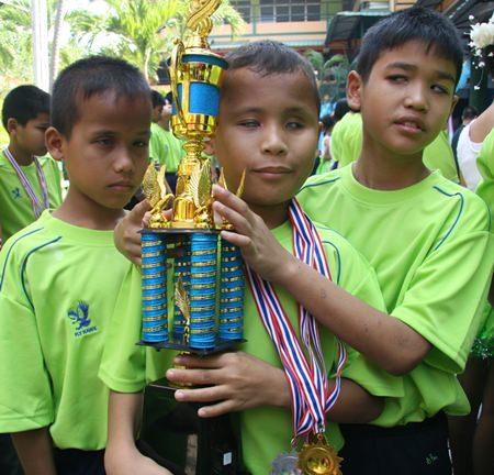 Admiring the winners trophy.