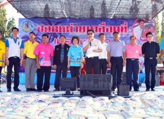 """Deputy Mayor Wutisak Rermkitkarn (center) presides over the latest """"mobile government"""" outreach effort."""