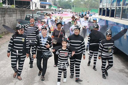 About 300 people took part in an anti-dengue march through Sattahip and surrounding areas.