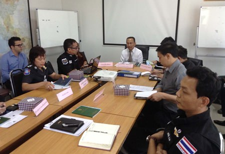 DSI eastern region Director Pravit Chaibuadaeng met with Tourism Authority of Thailand Pattaya Director Auttaphol Wannakij, city hall officials, tourist police, the Burapha Tour Guides Club and a handful of tour operators Jan. 29.