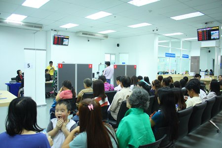 Big crowds swamp Pattaya's passport office on the first day of reopening after having been closed for 27 days.