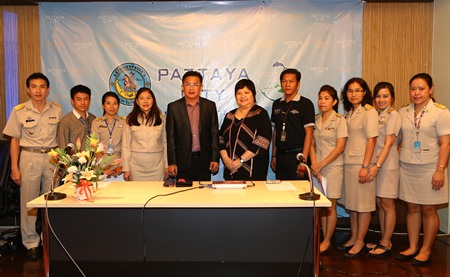 Deputy Mayor Wutisak Rermkitkarn (center left) and Burapha University human resources chief, Dr. Chalermsri Janthong (center right) pose with Tourism Promotion Bureau employees preparing to go on a junket to Kanchanaburi and Suphanburi to study tourism promotion.