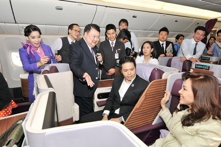 Danuj Bunnag (holding microphone), THAI Executive Vice President, Products & Customer Services, conducts a briefing on THAI's new passenger cabin with design based on the Thai Contemporary Concept that facilitates passenger inflight comfort with the ease of new modern technology in a relaxing atmosphere.