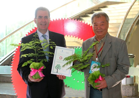 Antonello Passa (left), General Manager of the Royal Cliff Hotels Group presents the 'Tree Planting Certificate' to Chairman of the ADFEST Steering Committee Vinit Suraphongchai (right), at the Pattaya Exhibition And Convention Hall.