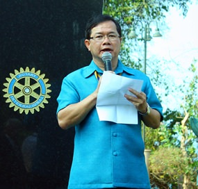 Father Michael Picharn Jaiseri, president of the Rotary Club of Pattaya welcomes Rotarians and guests.