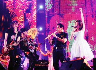 "Thank you Pattaya! (From left to right) Pee Saderd, Kitti Guitarpuen, Thanit Sriklindee and Pancake perform the final song at the closing of the Pattaya Music Festival 2014. Despite dropping the ""International"" from its name, the 2014 Pattaya Music Festival brought tens of thousands to Pattaya for standing-room only concerts on six beachfront stages."