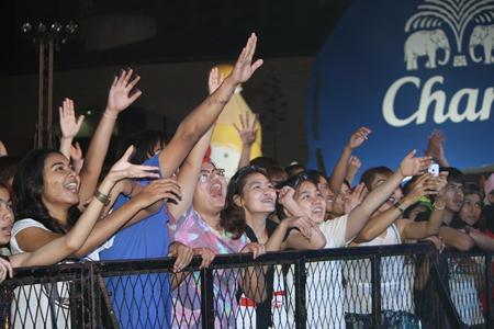 Thaitanium fans hold their hands high and dance to 'Kuan Teen' (Teasing teen).