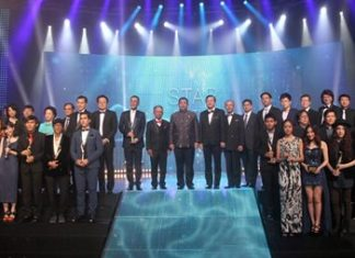 Event VIPs and guests of honor take to the stage with the award winners after the awards ceremony of the 23rd Suppanahongsa Awards at PEACH.