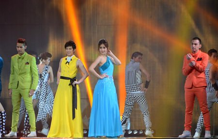 """Suppanard """"Tina"""" Jittaleela (in yellow) and Rucha """"Devi"""" Meesaeng (in light blue) perform the soundtrack to teen movie """"Tee Sam Khuen Sam 3D"""", which they star in."""
