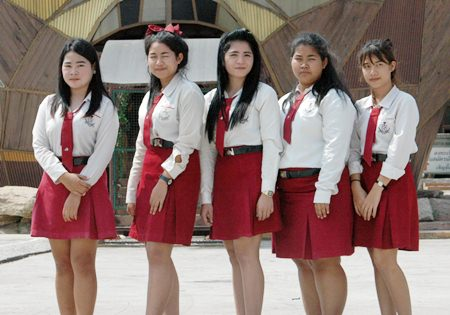Saisuda Praicharoen (left) and her friends are third year Business Computer students at Kingston Pattaya Vocational College.