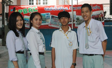 Phiromporn Klangsena (2nd left), shown here with her friends, is a freshman studying Accounting at Pattaya Business Administration College (PBAC).