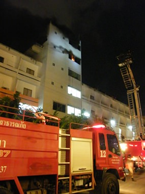 Pattaya's fire brigade works to extinguish the blaze atop the Apex Hotel on Second Road.
