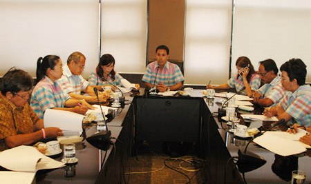 Pattaya Cultural Council President Mana Yapracom leads the planning meeting.