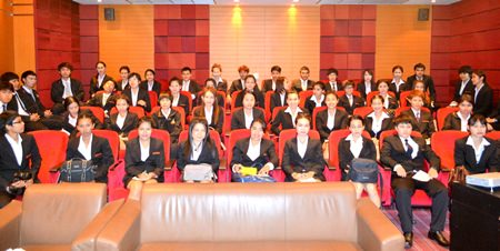 Fifty students from Ubon Ratchathani University took a trip to Pattaya City Hall to learn about the history and government of Pattaya.